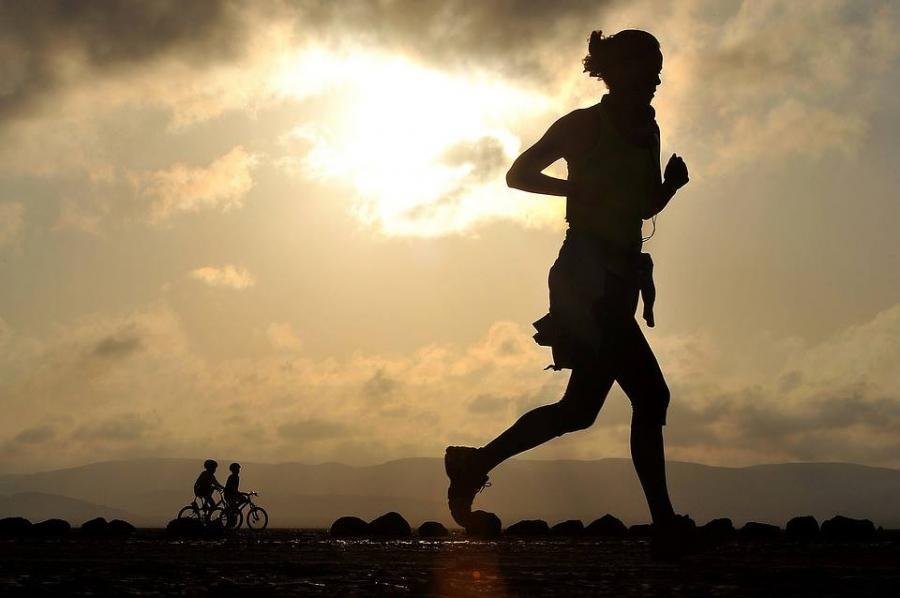 楽に走って記録UP!インナーマッスル活用ランニング術